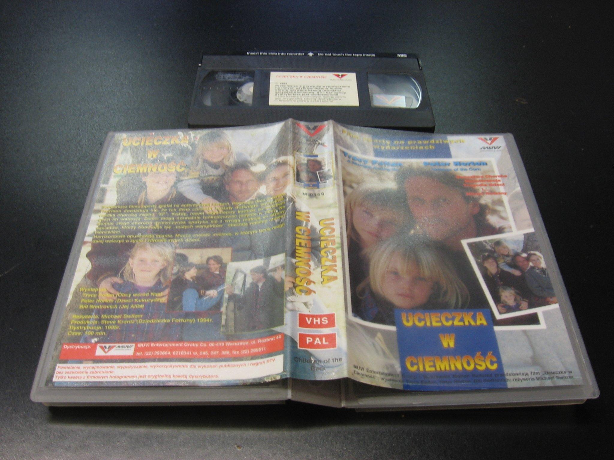 UCIECZKA W CIEMNOŚĆ ```````````` VHS ```````````` Opole 0405
