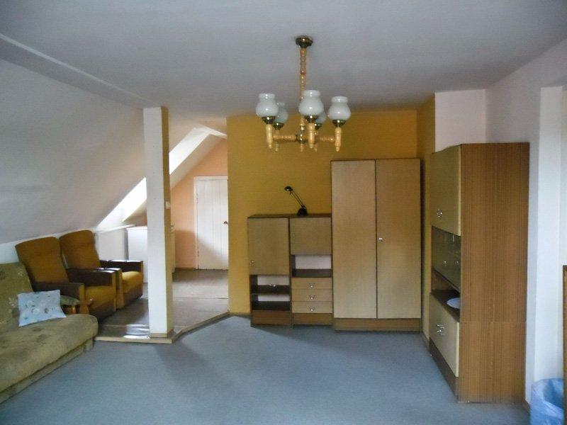 www.mieszkanie-gogolin.pl  SPRZEDAM mieszkanie własnościowe bezczynszowe  z księgą wieczystą w Gogolinie. (Internet wi-fi)  Powierzchnia użytkowa ponad 80 m.kw.  (drugie piętro).