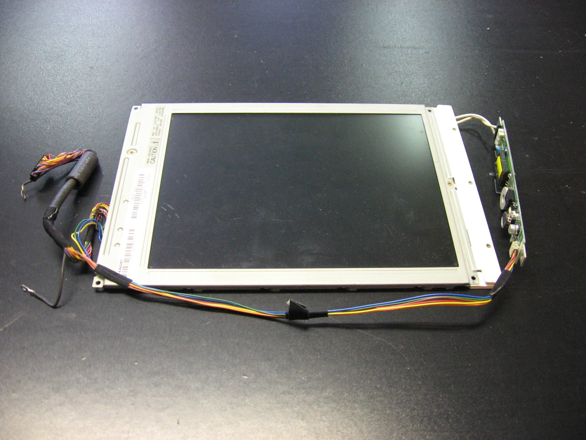 SHARP LM64P825 9.5