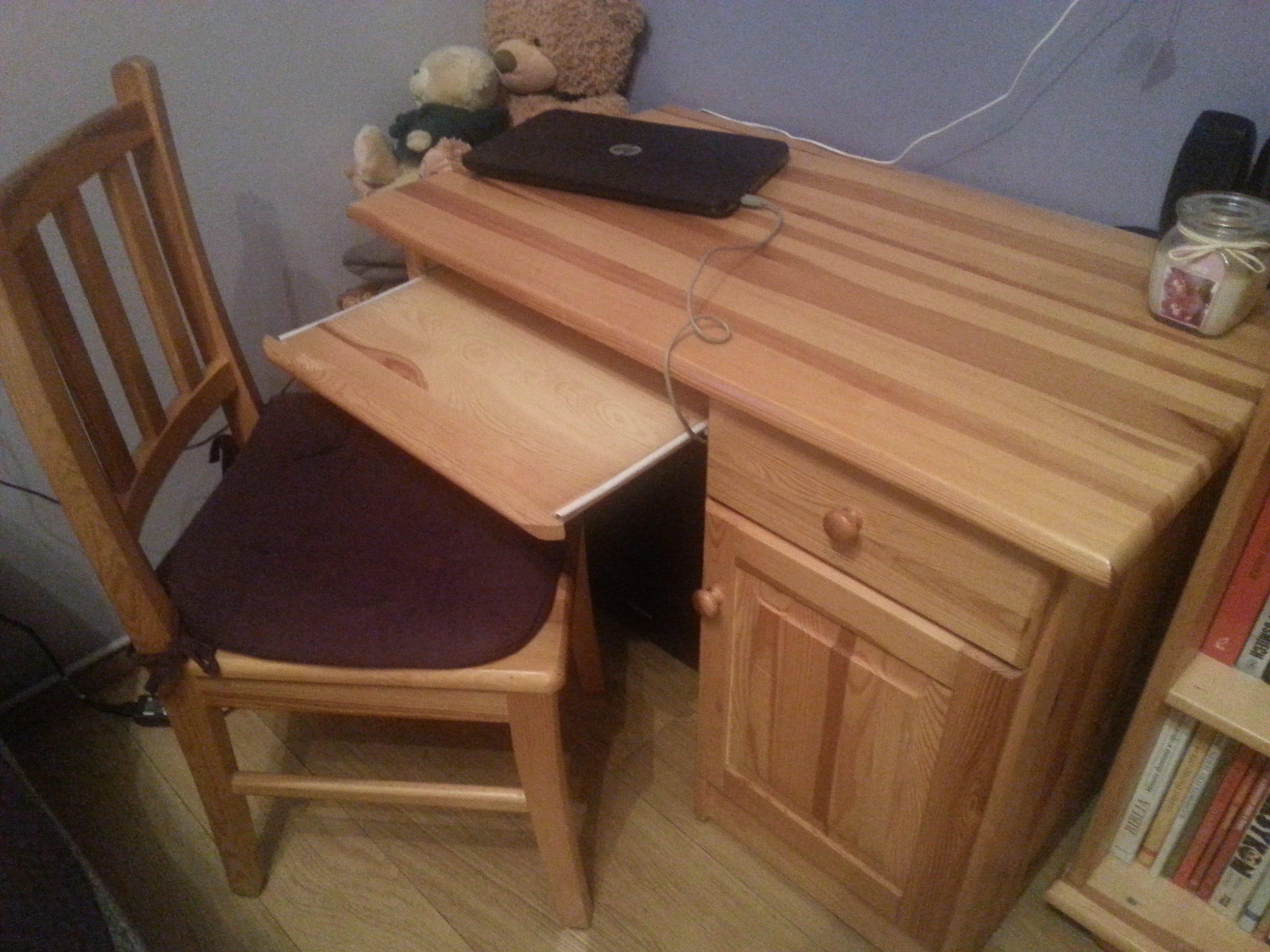 Sprzedam biurko + krzesło sosnowe
