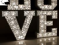 Ażurowy napis LOVE z żarówkami LED na WESELE 100cm