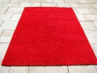 Czerwony dywan shaggy, świeżo wyczyszczony, 160 x 230 cm