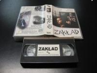 ZAKŁAD - KRZYSZTOF KOLBERGER - VHS Kaseta Video - Opole 1135