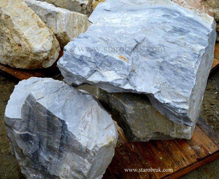 Bryła głaz monolit skały błękitne niebieskie