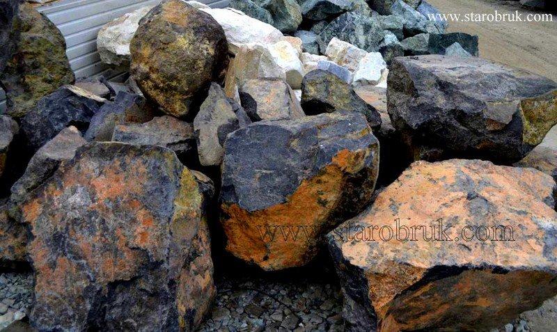 Bryła głaz monolit skały czarne dotknięte zębem czasu skała łupek