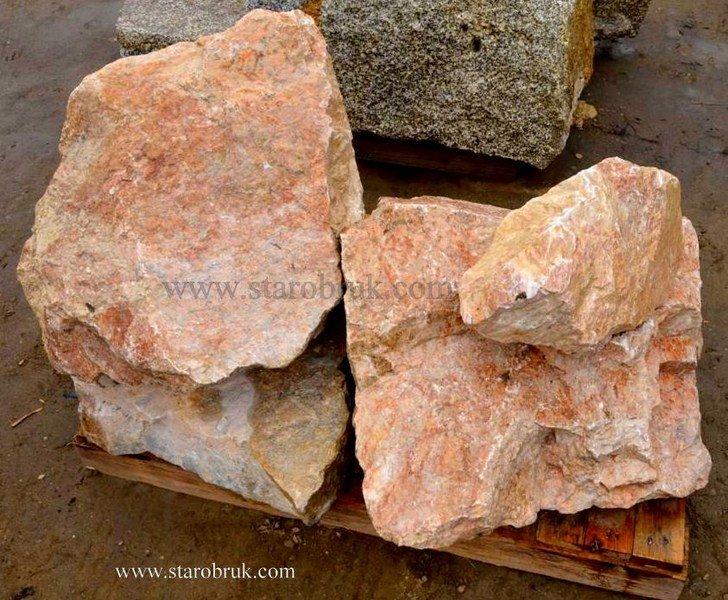 Bryła głaz monolit skały różowe łososiowe różane skała łupek