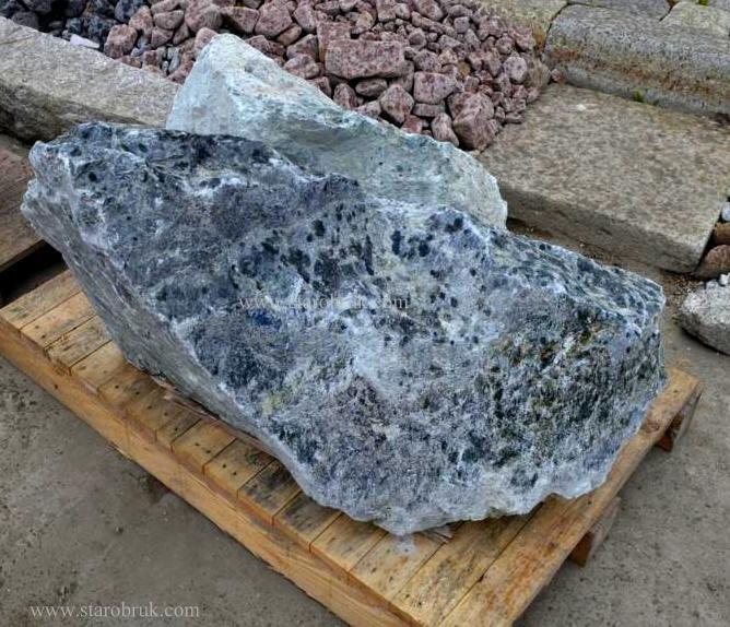 Bryła głaz monolit zielony skały zielone skała łupek bryły kamienie ogrodowe otoczaki