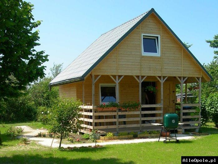 Drewniany piętrowy domek ogrodowy, letniskowy, altana.