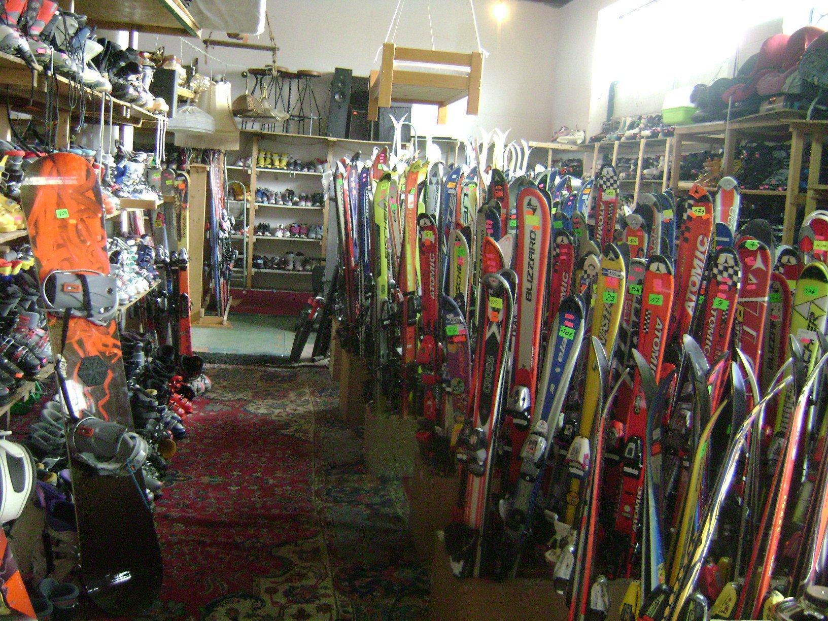 Kiermasz narciarski w KDK Krapkowice