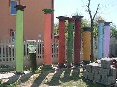 Kolumny betonowe filary podpory głowice doryckie