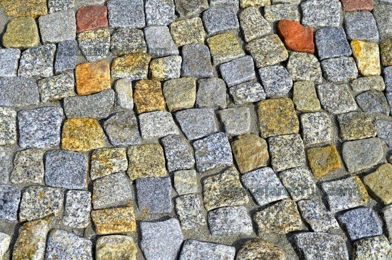 Kostka granitowa otoczona Bruk Rzymski