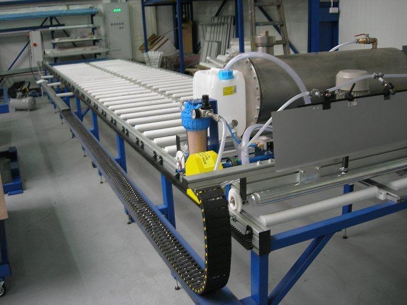 Maszyna  do  automatycznego nanoszenia kleju SNK-6.0.02