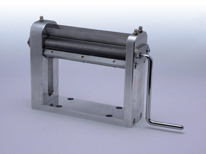 Maszynka do cięcia ziół i tytoniu na łożyskach Model TREZO 160 1,1 V2