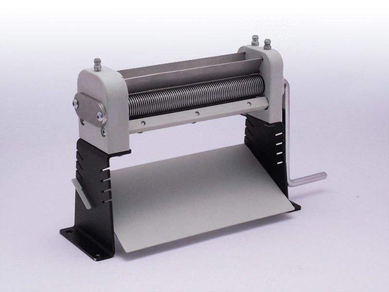 Maszynka do cięcia ziół i tytoniu na łożyskach TREZO 160 1,1 V2 na nóżkach