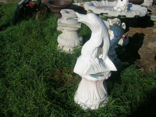 Oczko wodne figurka delfin ozdoba betonowa