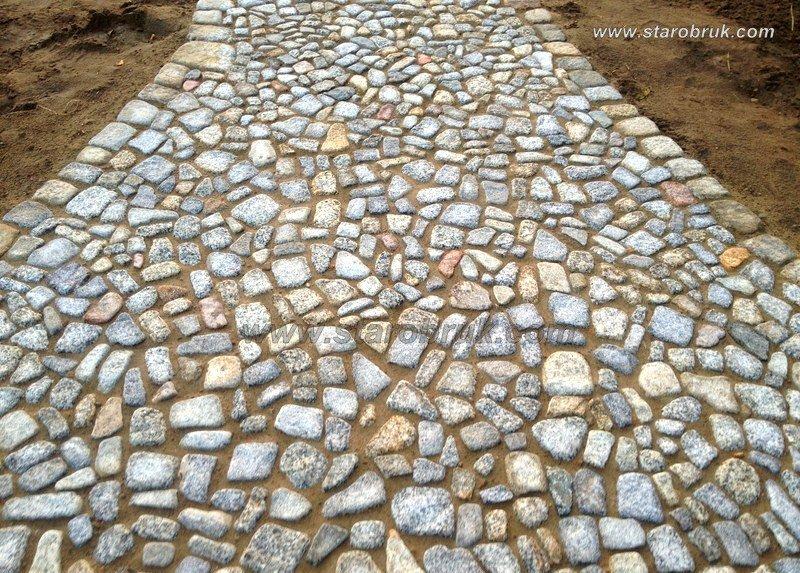 Odpad granitowy kamienny otoczony niesort łupek