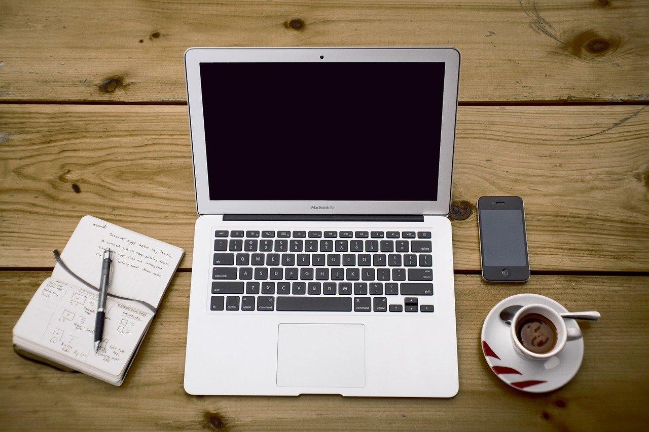 Praca przy komputerze - bez stresu i szefa nad głową