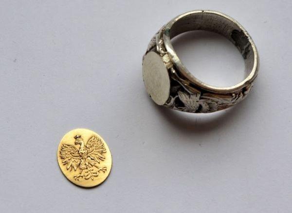 Sygnety męskie Złote męskie sygnety z herbem różowym Grawerowane
