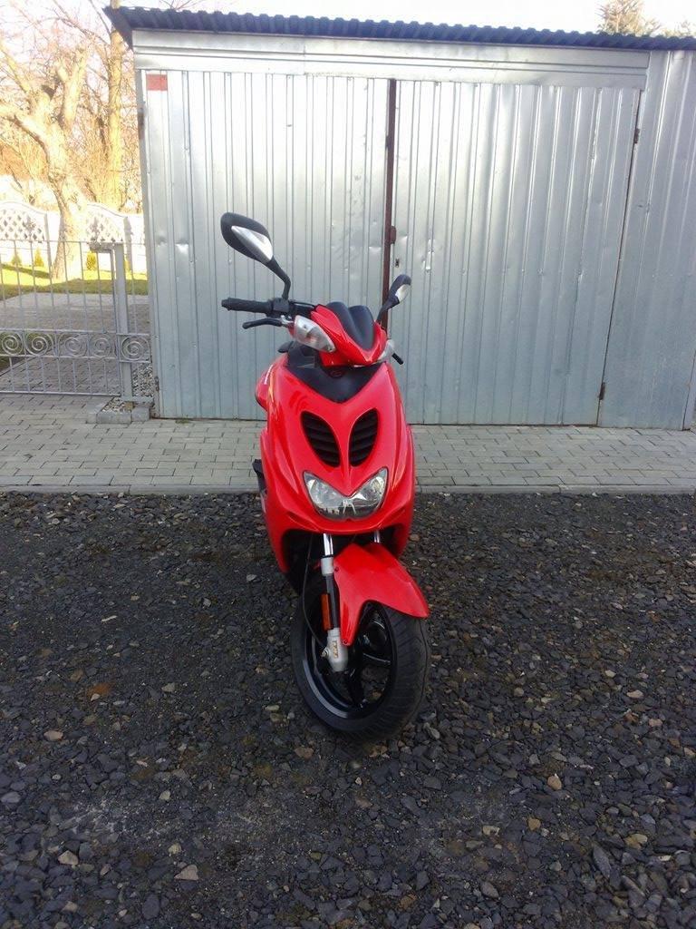 Yamaha Aerox ((Rs,Sr,tzr,Xr6))